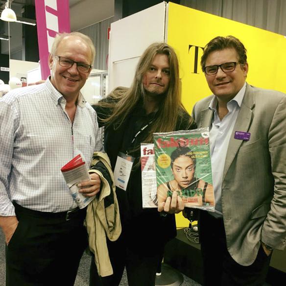 Här träffar faktumförsäljaren Peter Ahlborg programledaren Lennart Persson och Jan Helin, programdirektör på Sveriges Television under bokmässan 2017. Foto: Anna-Lisa Gustavii