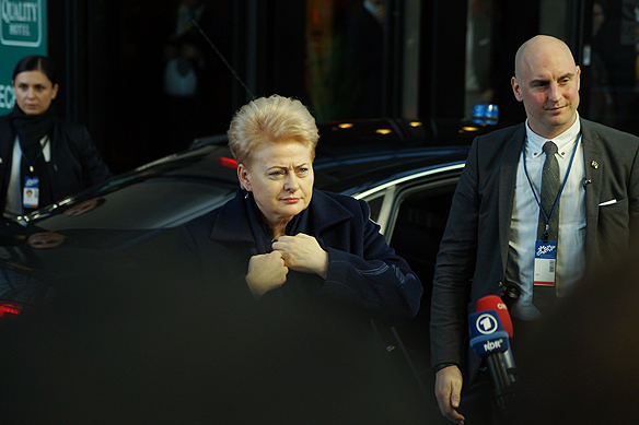 Dalia Grybauskaite Litauens president anländer till EU-toppmötet i Göteborg. Foto: Peter Ahlborg