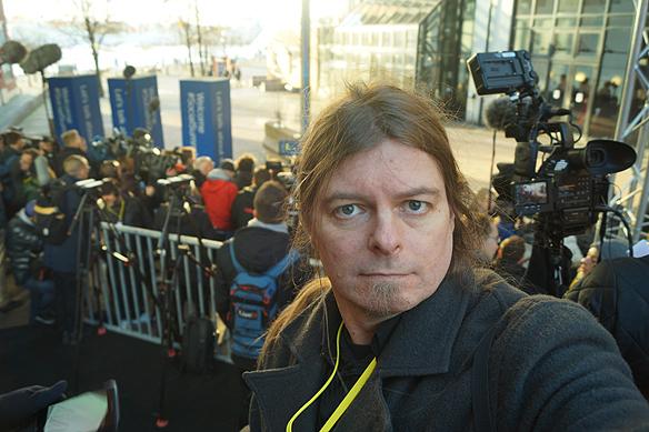 Peter Ahborg bevakar som reporter och fotograf - en av årets största massmediala händelser i Sverige 2017, när EUs stora toppmöte ägde rum i Göteborg den 17 november. Där träffades regeringschefer från 26 olika länder. Inför mötet hade alla journalister säkerhetsklassas och kollats av SÄPO. Foto: Peter Ahlborg
