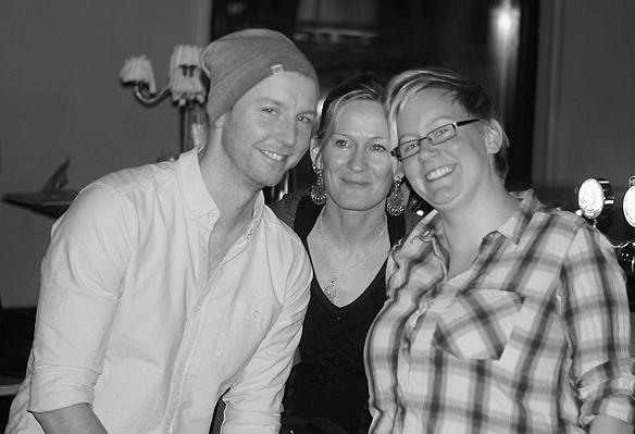 Tre glada gäster på festen. Foto: Peter Ahlborg