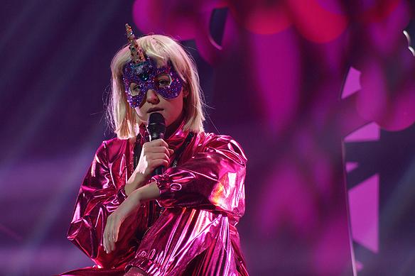 Den färgstarka artisten Kamferdrops är med i Melodifestivalen från Karlstad. Foto: Peter Ahlborg