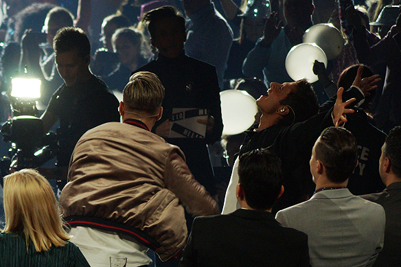 """Samir Badran skriker ut sin glädje sekunden efter att Samir & Viktor och deras låt """"Shuffla"""" gått vidare till final i Melodifestivalen från Scandinavium i Göteborg den 10 februari. Foto: Peter Ahlborg"""
