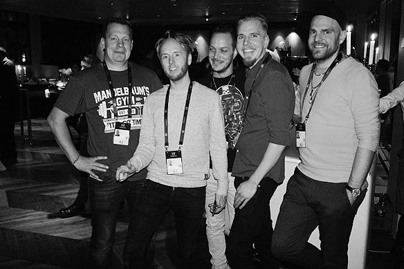 Ett glatt gäng. Här är Stiko Per Larsson med sitt band på kommunfesten i Göteborg inför andra deltävlingen i Melodifestivalen 2018. Foto: Peter Ahlborg