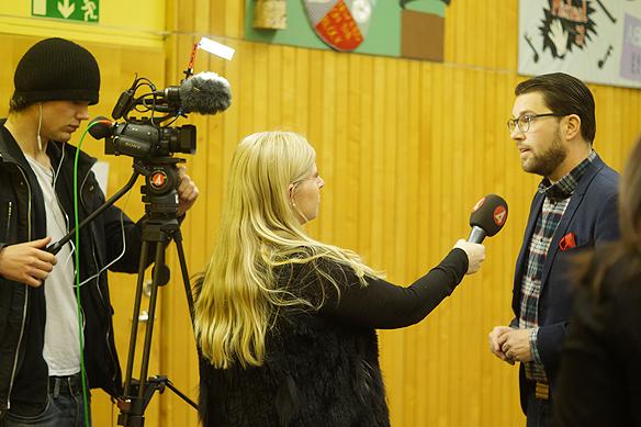 TV 4 gjorde en intervju med Jimmie Åkesson i Vänersborg den 5 mars 2018. Foto: Peter Ahlborg