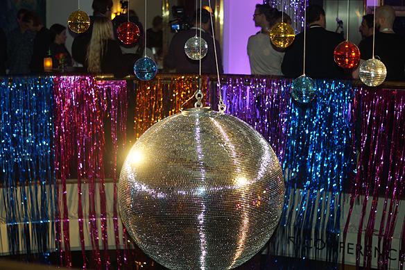 Gigantisk discokula mötte oss besökare på Mellos efterfest i Göteborg. Foto: Peter Ahlborg