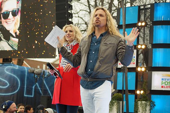 """Sabdra Dahlberg och """"Kicken"""" på scenen i Vänersborg. Foto: Peter Ahlborg"""