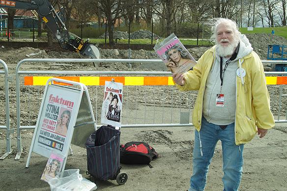 """Min gode vän Lars Sjöberg säljer här Faktum inne i Åbytravet under Olympiatravet 2018. Åbytravet är just nu en stor arbetsplats men resultatet kommer bli fantastiskt när det är klart. Älskar deras vision som lyder: """"En arena i världsklass för häst och gäst"""". Foto: Peter Ahlborg"""