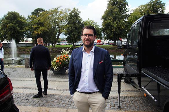 """Jimmie Åkesson vill se hårda tag mot brottsligheten. """"Vi ska straffa minsta brottslighet. Och inte bara rikta in oss på den allra grövsta brottsligheten, utan också småbrott för då kommer man ofta åt den grövre brottsligheten den vägen"""", säger Jimmie Åkesson under en intervju i Vänersborg den 25 augusti 2018. Foto: Peter Ahlborg"""