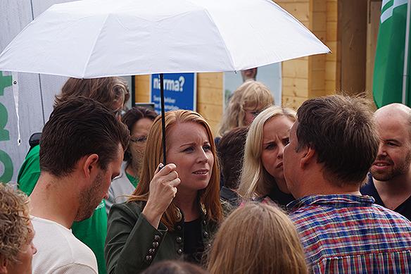 PeterAhlborgbevakar valspurten här i Stockholm vid valstugorna vid Sergels Torg i Stockholm fredagen den 7 september 2018.  Annie Lööf. Foto:PeterAhlborg