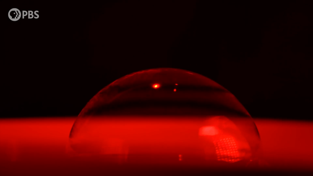 The only way to get pure colors like red is by viewing a bubble in purely red light.