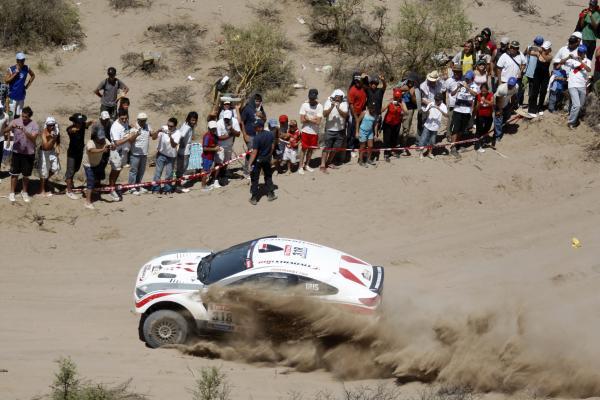 """""""Dakaro ralyje"""" pirmaujantis ispanas artimiausią persekiotoją lenkia jau 5 minutėmis"""