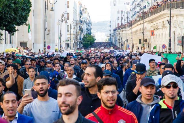 Znalezione obrazy dla zapytania arabska wiosna w algierii zdjecia