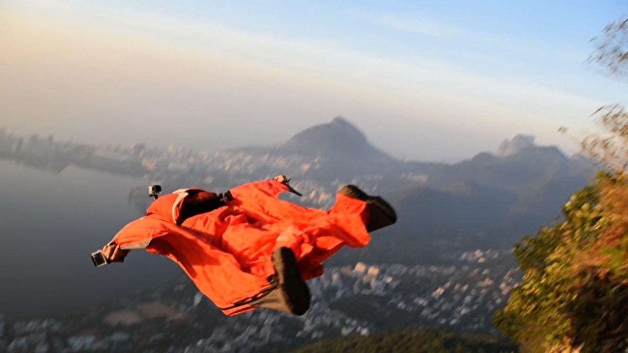 Resultado de imagem para salto da pedra da gavea com wingsuit