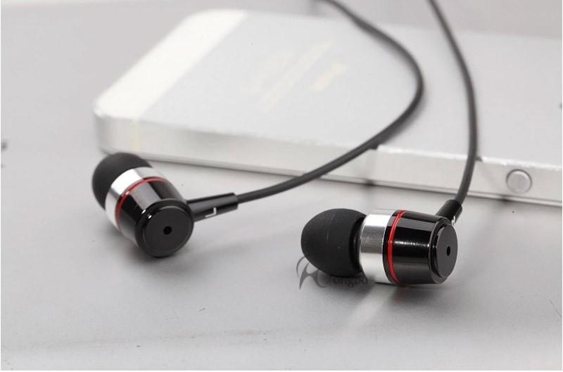 Freeshipping סופר בס הקול צלול אוזניות מתכת-האוזן אוזניות למחשב נייד MP3 אוניברסאלי 3.5 מ