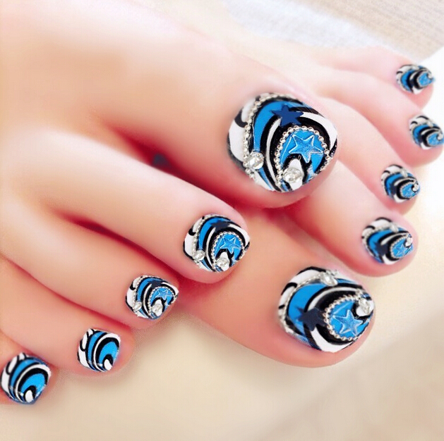 A Very Interesting And Beautifully Created Toenail Art Design An Almost Gingham Like That