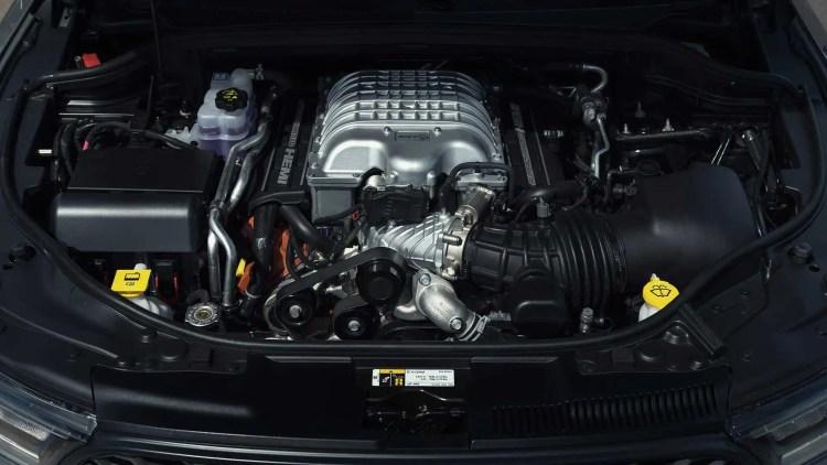 Motor Hemi V8 6.2 com compressor que gera 720 cv