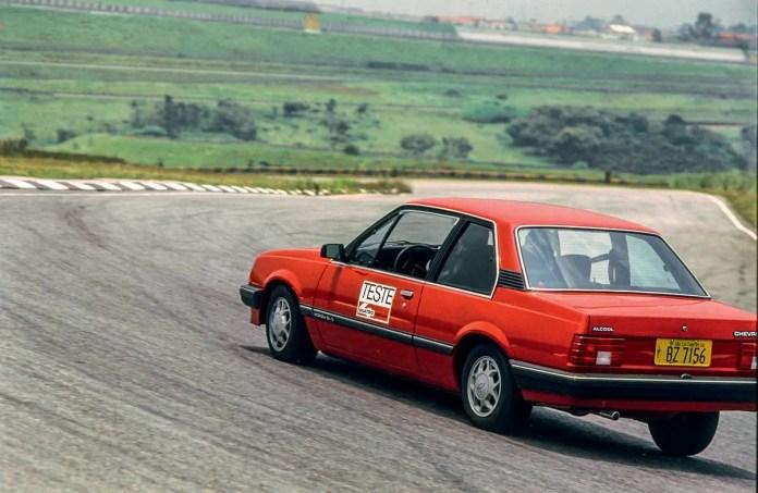 O Monza era luxuoso e bem acabado - Claudio Laranjeira e Saulo Mazzoni de Quatro Rodas