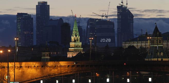 """Biznesowe """"City"""" w Moskwie, znane pod oficjalną nazwą International Business Centre - panorama nocna."""