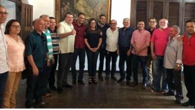 Photo of Prefeito de Ribamar fica isolado sem apoio de aliados