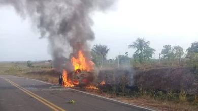 Foto de População ateia fogo em carro no Maranhão