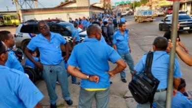 Photo of Rodoviários paralisam e ônibus não saem de duas garagens