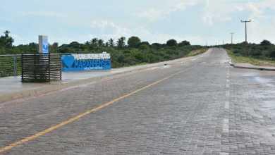 Foto de Flávio Dino entrega estrada de Paulino Neves-MA