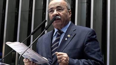 """Foto de Carluxo consegue """"boquinha"""" para o """"priminho"""" no gabinete de Senador de Roraima"""