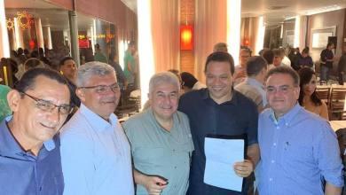 Foto de Zé Martins e Roberto Rocha participam de jantar com ministro Marcos Pontes