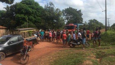 Photo of Manifestantes cobram de Flávio Dino recuperação da MA-211 que liga a ponte Central-Bequimão