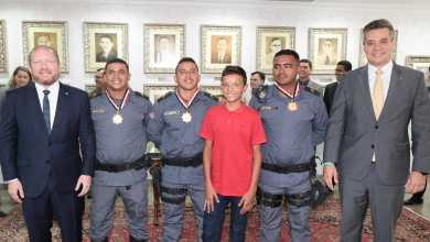 Foto de Assembleia presta homenagem a Policiais