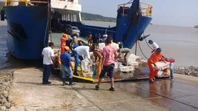 Photo of Carga de peixe cai de caminhão ao embarcar no Ferry Boat