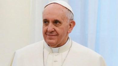 """Foto de Papa critica hipócritas que """"pregam a paz e vendem arma"""""""