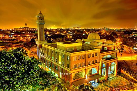 Masjidka-barakaysan-ee-dahabka-ah-oo-ku-yaal-Singapor