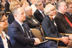 Carmen Birkle, Derek Kelly (Consul for Political and Economic Affairs, Düsseldorf), Sabine Sielke, and Michael Hoch (1st row); Sabine Bröck and Thomas S. Miller (Minister-Counselor for Public Affairs, U. S. Embassy Berlin) (2nd row)