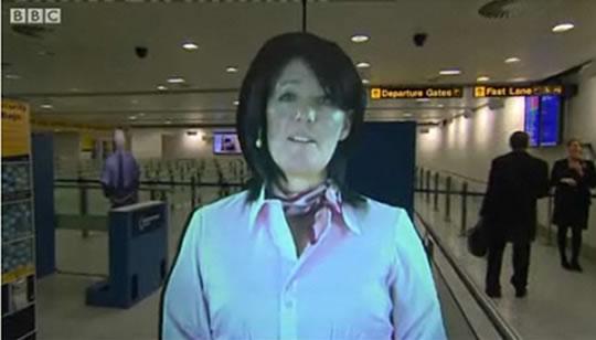 Agentes aeroportuarios como hologramas