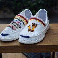 イランの手編み靴 左右別々のデザインが洒落とう!