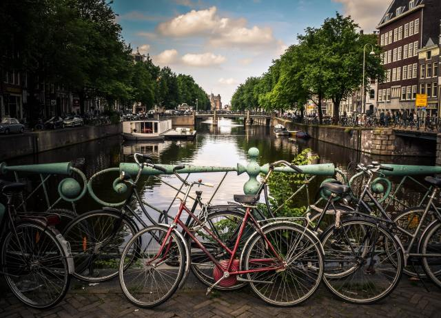 amsterdam budget travel guide bike