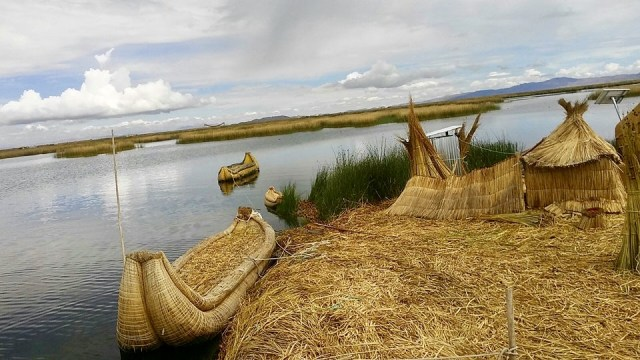 travel Peru floating islands lake Titicaca