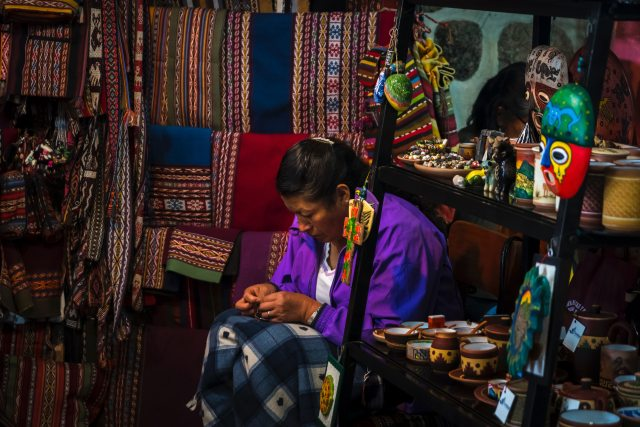 cusco crafts ways to save money in cusco Peru