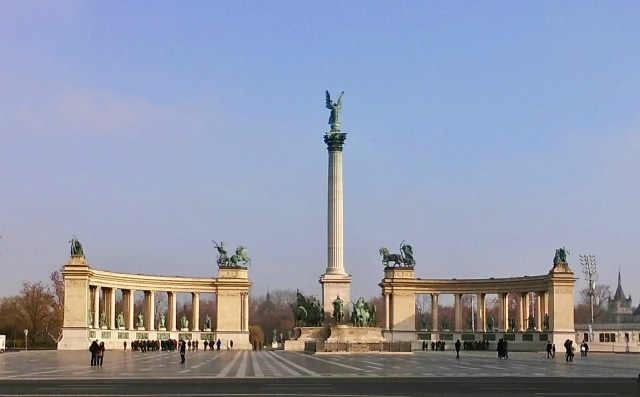 heroes square Budapest budget travel guide