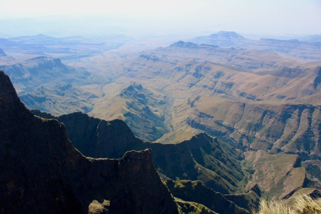 how to visit the drakensberg mountains
