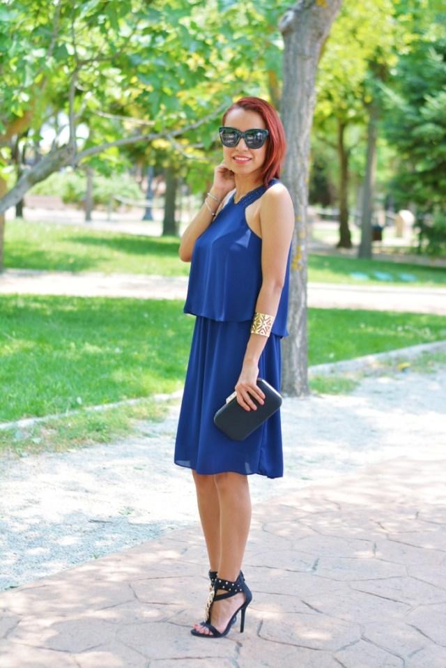 Look con vestido azul