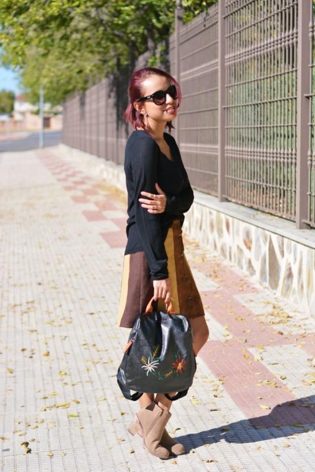 Outfit con falda de ante