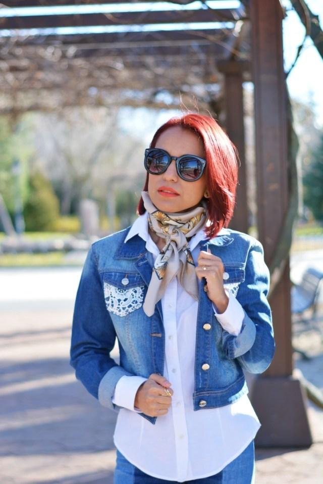 Outfit con chaqueta vaquera