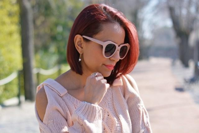 Pendientes de perlas y gafas rosas