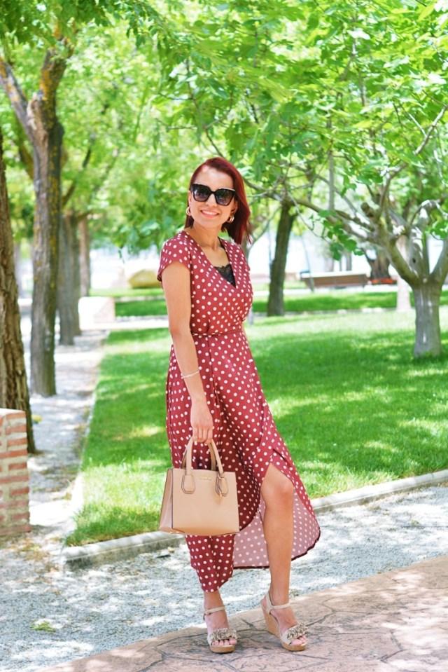 Outfit con vestido de lunares