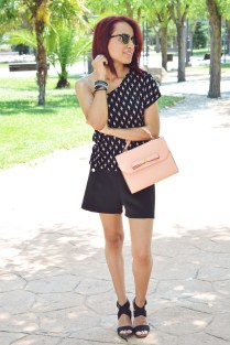 https://gabbysweetstyle.com/2016/07/15/look-total-black-en-verano/