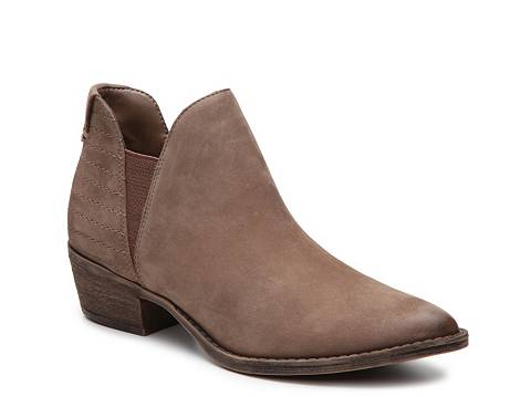 http://www.dsw.com/shoe/steve+madden+ayce+chelsea+boot?prodId=372348&cm_mmc=CSE-_-GPS-_-G_Shopping_Boots%20&%20Booties-_-New%20Boots%20&%20Booties&cadevice=c