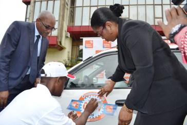 Gabon Telecom et l'Hôtel de ville plaquent leur publicité sur les taxis