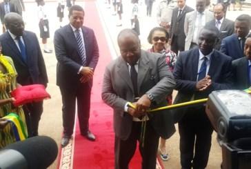 Ali Bongo inaugure une usine de fer et une autre de transformation de bois